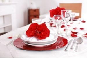 Сервируем стол ко Дню влюбленных